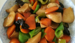 Colorful recipe: Sauteed King oyster mushroom with carrot and green pepper