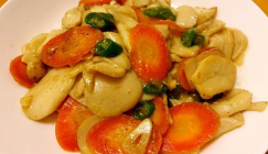 Braised King oyster mushroom with carrot and green pepper