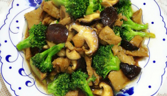 For dieters: Fried Shiitake mushroom with broccoli