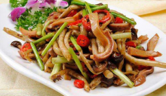 Go well with rice: Fried Agrocybe cylindracea with vegetables