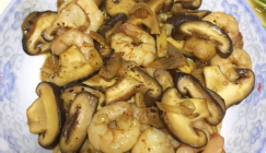Stir-fried Shiitake mushrooms with shrimps in black pepper flavor
