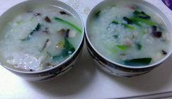 Stomach nourishment: Spinach porridge with diced Oyster mushrooms