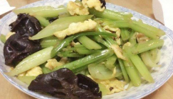 Low-fat diet: Scrambled eggs with Black fungus and celery